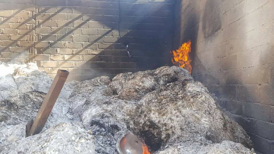 جزء من الدمار الذي خلفته غارات طيران العدوان الإجرامي في سوق جياش للخضروات بمدينة صعدة.