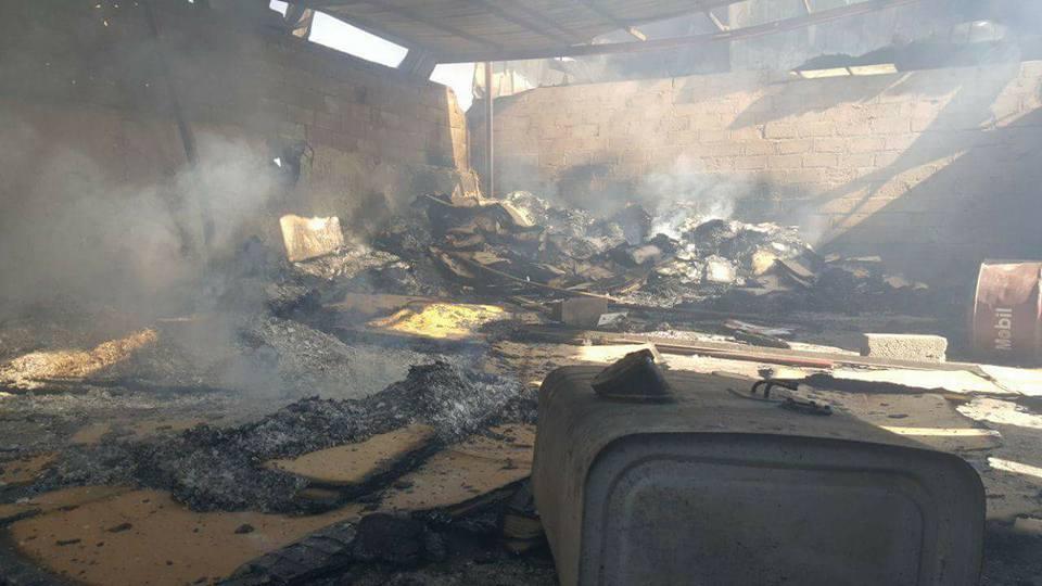 جزء من الدمار الذي خلفته غارات طيران العدوان الإجرامي في سوق جياش للخضروات بمدينة صعدة.5