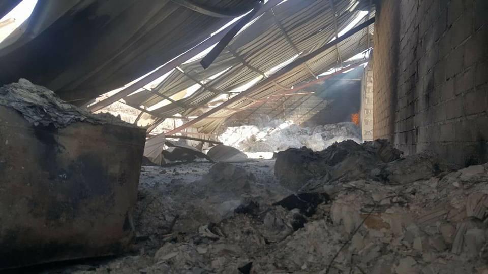 جزء من الدمار الذي خلفته غارات طيران العدوان الإجرامي في سوق جياش للخضروات بمدينة صعدة.6